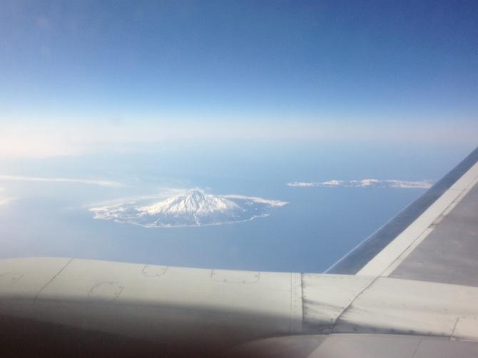 冬の宗谷海峡/利尻富士を上空から