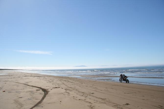 8km続く平坦な砂浜